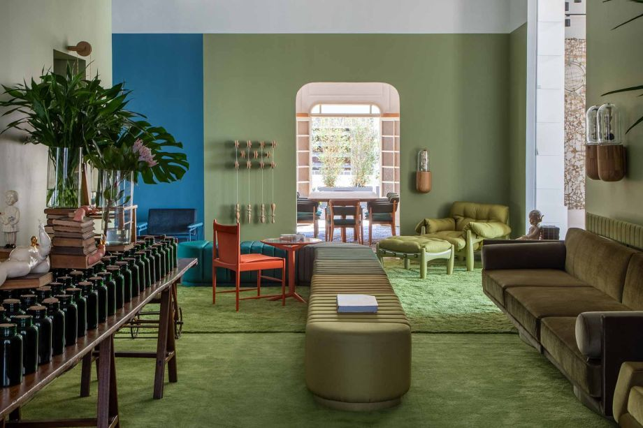 Clube Leo - Leo Romano. Em sua estreia na CASACOR Rio de Janeiro, o<span>arquiteto traz sua interpretação do azul e do verde, considerados cores cariocas. Elas predominam em diversos tons, delimitando cenários com referências à infância e ao imaginário de Leo.</span>