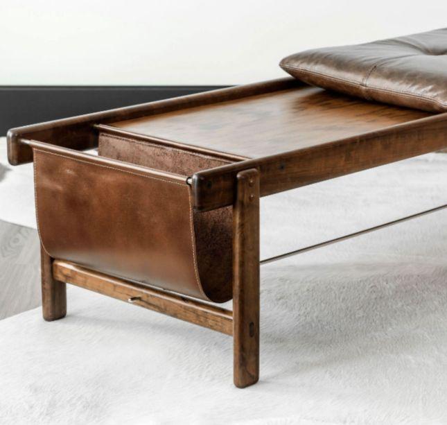 O banco multiuso Marina tem design de Lucas Bond para a Decormade. A almofada é solta, o que permite transformar o móvel em mesa de centro ou até apoio para os pés. Esta deve ser uma das peças exibidas pela marca curitibana.
