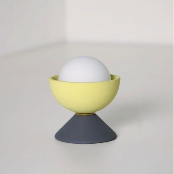 O designer Maurício D'Avila, da Geo Luz&Cerâmica, se inspirou nos brinquedos infantis para criar a luminária de mesa Don, em em cerâmica, vidro e latão.