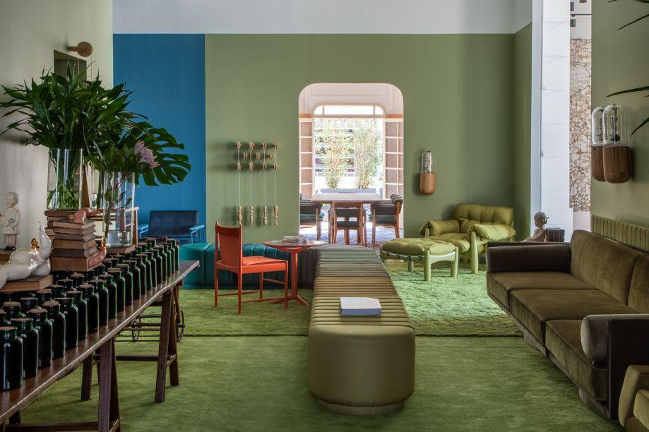 Leo Romano - Clube Leo - CASACOR Rio de Janeiro 2019. O arquiteto traz sua interpretação do azul e do verde, considerados cores cariocas. Elas predominam em diversos tons, delimitando cenários com referências à infância e ao imaginário de Leo.