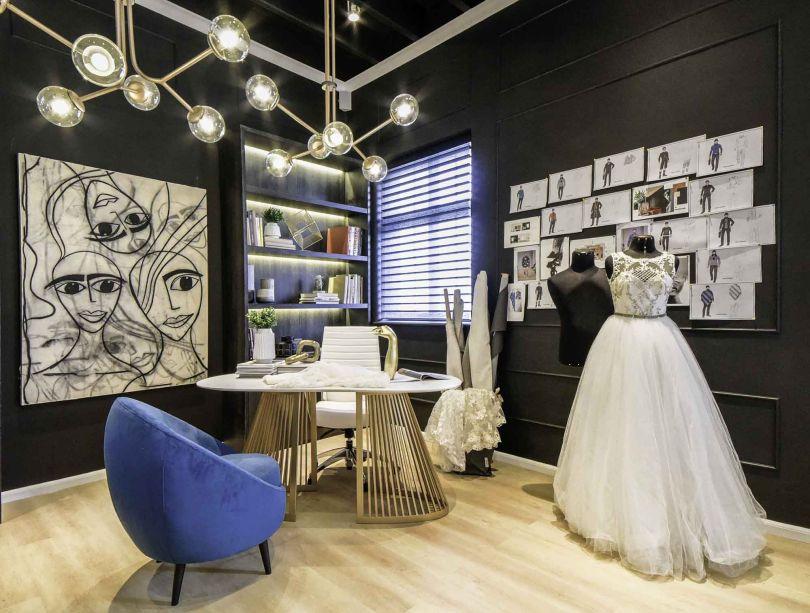 Oficina de Alta Costura - Karla Chavez e Paula Vecco. O projeto caminhou no mesmo passo do trabalho de Yirko Sivirich. O renomado estilista utiliza motivos peruanos de forma icônica, que conversam com móveis e luminárias de design igualmente marcantes.
