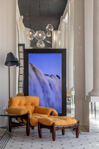 O arquiteto Maurício Nóbrega buscou inspiração na arquitetura original do prédio para destacar sua Varanda Deca, que conta com elementos para tornar o lado externo habitável, como um vídeo-instalação de Alexandre Mazza, que simboliza a energia que vem da água.