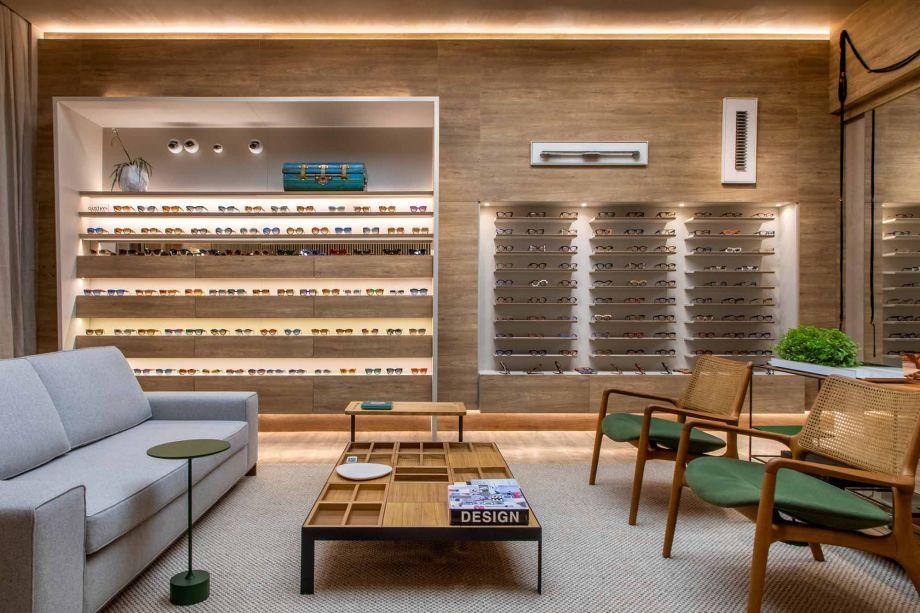 A Galeria de Óculos expõe as peças da Gustavo Eyewear – modelos exclusivos feitos de acetato italiano e 90% pintados à mão, com muitas possibilidades de customização. O espaço de Dorys Daher e Guilherme Pereira vende a valores a partir de R$ 890.