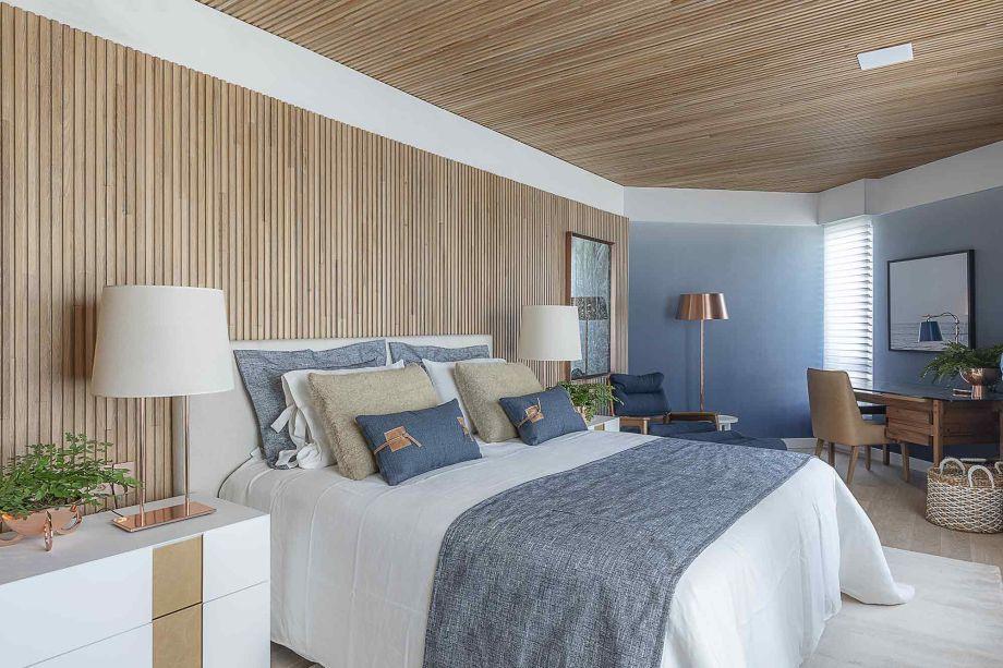 Suíte Natural Mood - Meyer e Cortez Arquitetura & Design. Calma e acolhedora, a suíte encontra nos tons de azul a fórmula certa para estimular o descanso após um dia de trabalho.