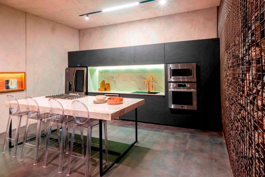 Cozinha do Loft Gabbro. Guel Arquitetos - CASACOR Brasília 2019