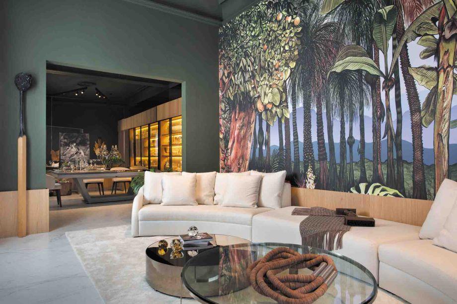 """Sala de Receber - Nejaim Azevedo Arquitetos associado. Um espaço para receber os amigos, seja para um jantar, um bate-papo ou uma partida de sinuca. Essa é a inspiração do projeto, que oferece dois ambientes integrados para a convivência, as salas de estar e jantar. O amanhecer de uma floresta tropical representada no painel """"Botánico Mañana"""", do Designer espanhol Jose Manuel Hortelano-Pi traz acolhimento e aconchego."""