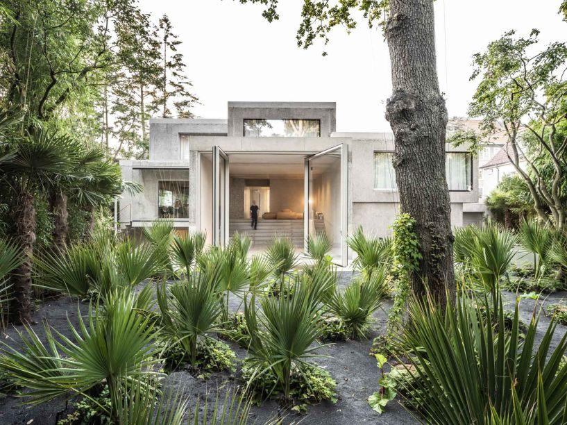 A Casa Morgana de J Mayer H de estilo brutalista foi vencedora na categoria Projeto Residencial Revitalizado do Ano.