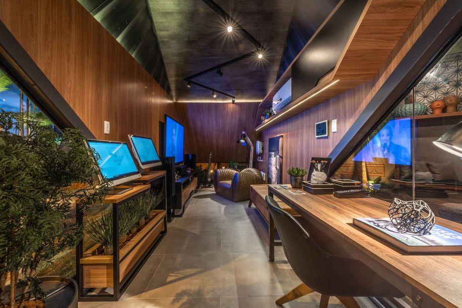 O Estúdio HW Automação se mostra como um apreço inegável pela tecnologia. Assinado pelos Bernardo Morais e Roberto Rocha, o espaço conta com todo tipo de dispositivo digital para proporcionar conforto ao jovem músico idealizado.