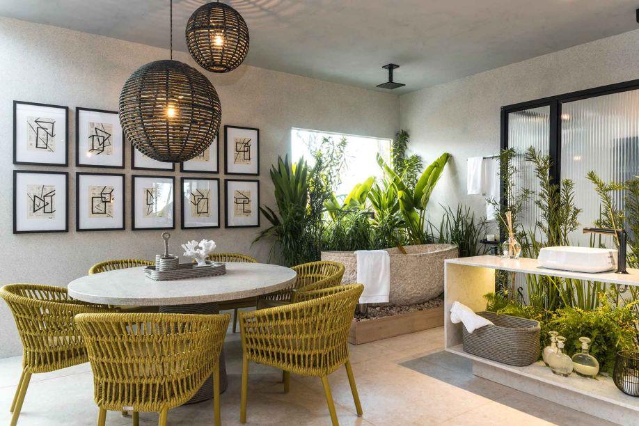 Projeto de Cecília Sales e Flávia Furtado, sócias diretoras do escritório Trenna Arquitetura, o Loft da Influencer traz a coloração das folhas para o interior com um urban jungle, que valoriza a composição além de conferi-la uma atmosfera natural.