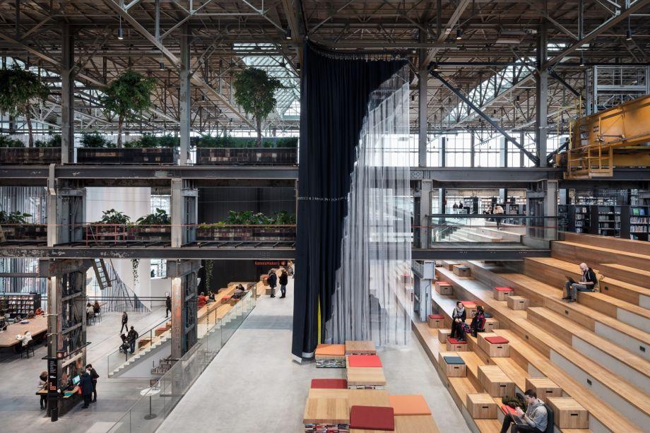A LocHal library é assinado pela Inside Outside Petra Blaisse e é vencedor da categoria Projeto Revitalizado do Ano.