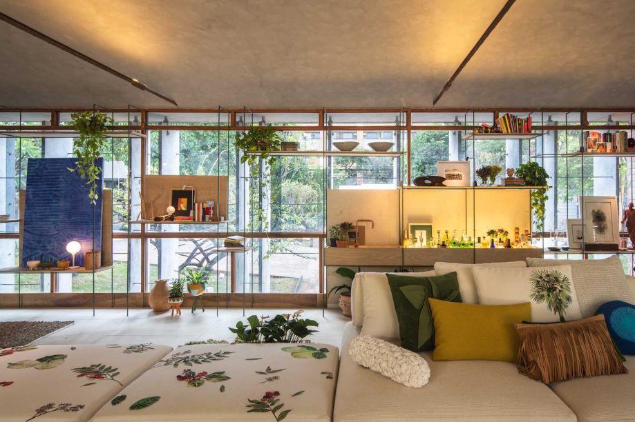 Já Brenda Rolim da Sala de Visitas recebeu o prêmio Ambiente que Melhor Valorizou o Design Cearense.