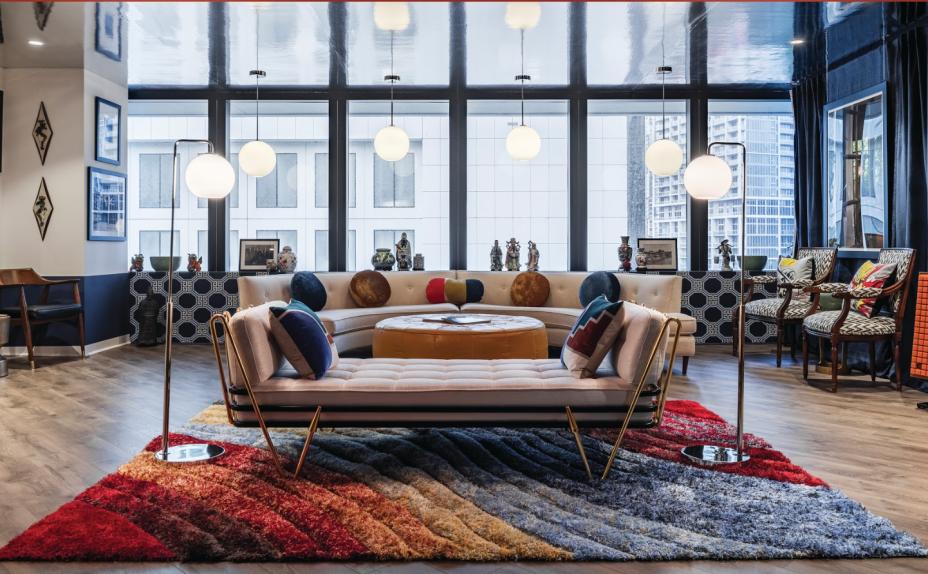 A CASACOR Miami retorna pelo seu terceiro ano consecutivo ao centro da cidade de Miami. Em parceria com a Swire Properties, 18 designers de interiores e arquitetos como Sig Bergamin, Michelle Haim, Léo Shehtman, Yodezeen, entre outros exibem suas criações inovadoras de 2 a 21 de dezembro, no número700 da Brickell Avenue.