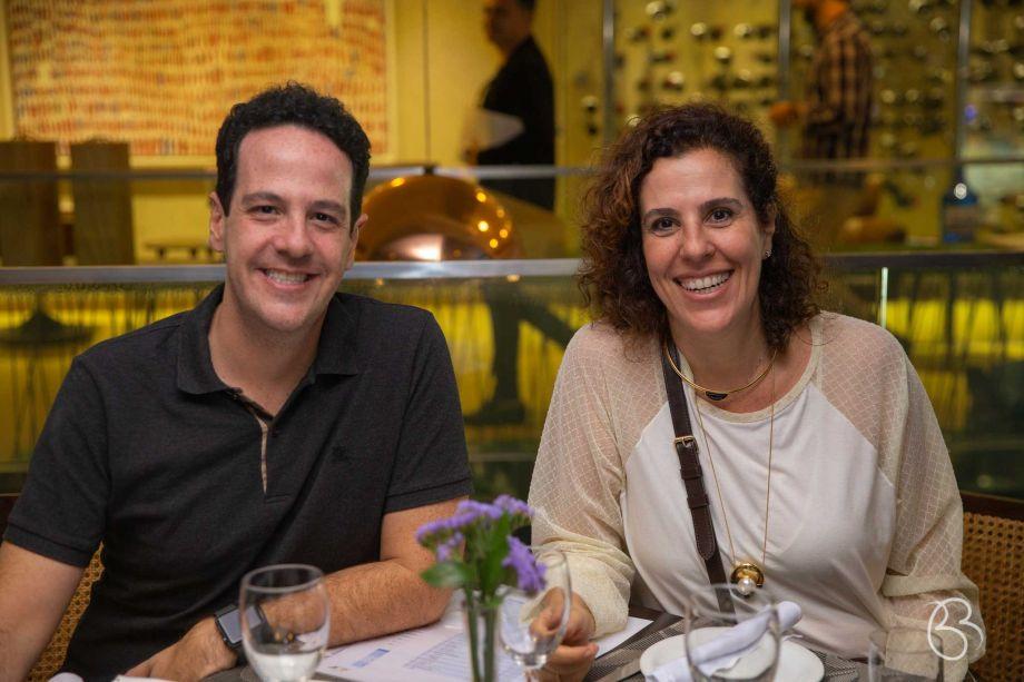Os irmãos Eduardo e Karla Bittar.