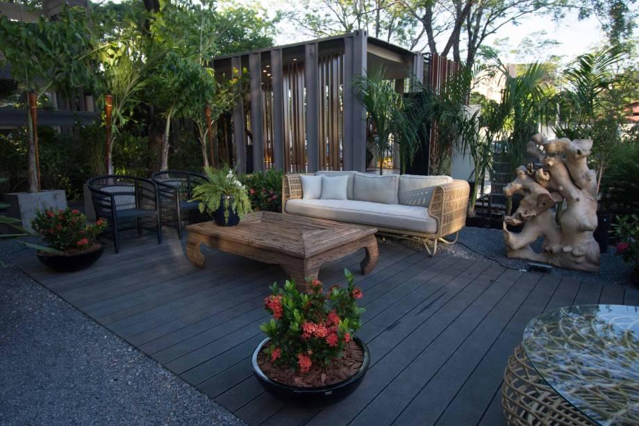 Para aqueles com áreas abertas extensas, onde é possível construir um jardim, o projeto Marcela Miranda traz o conceito de jardins verticais, que proporcionam um espaço para desfrutar do ar livre, trazem a natureza para perto e ainda permitem contemplar os arredores. Jardín de la Fachada - Marcela Miranda - CASACOR Paraguai 2019.