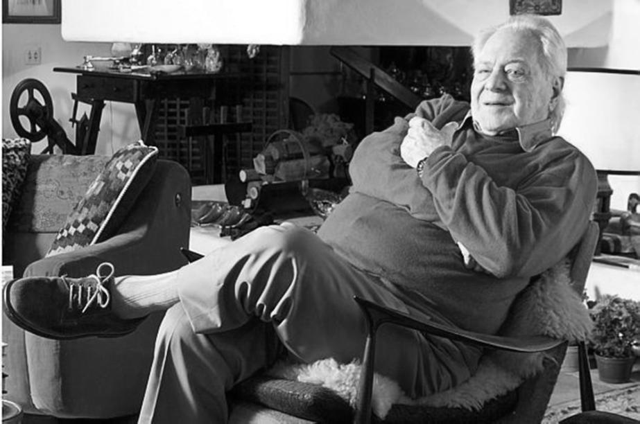 Arquiteto polonês, Jorge Zalszupin veio para o Brasil em 1949 e fundou a L'atelier, em São Paulo. Pioneira na produção de móveis em série no Brasil, seu mobiliário de linhas puras logo ganhou o país, onde se tornou referência de modernidade.