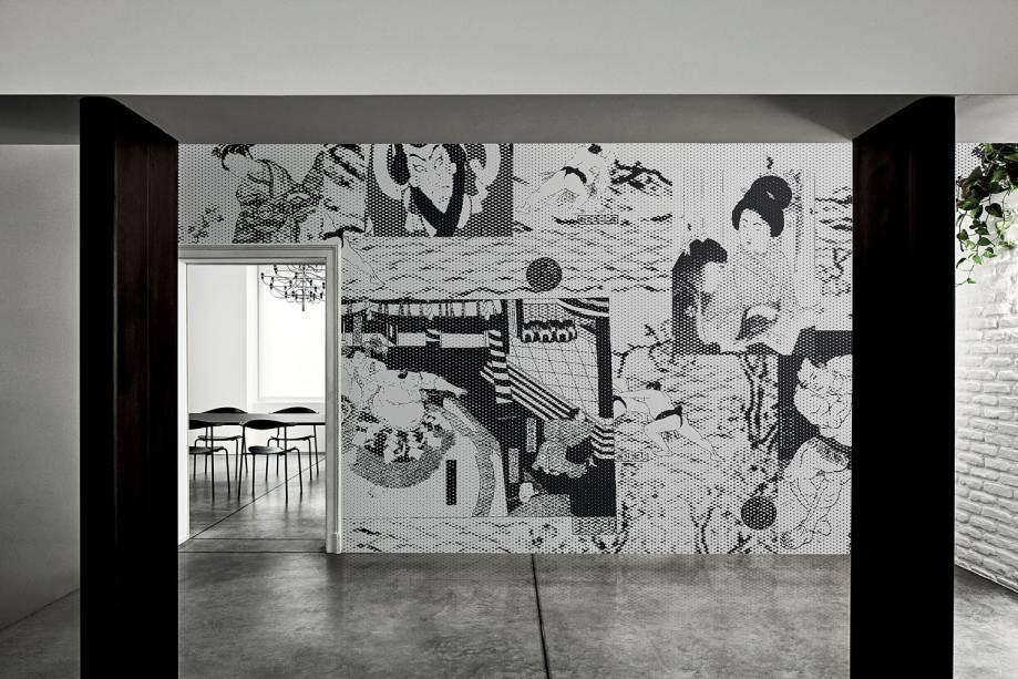 Ferruccio Laviani irá lançar em primeira mão duas linhas de papéis de parede inspiradas na cultura pop asiática. As duas estampas produzidas, 8bit e Sumo (foto), fazem parte da coleção Exclusive Wallpaper Collection 20 assinados pela marca de revestimentos LondonArt. Elas também serão apresentadas na IMM Cologne, feira internacional de mobiliário e interiores, até de 19 de janeiro.