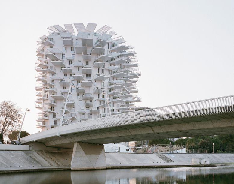 A Torre Residencial L'Arbre Blanc é vencedor de Habitações. O projeto é do time Sou Fujimoto Architects, Nicolas Laisné, OXO architects e Dimitri Roussel.