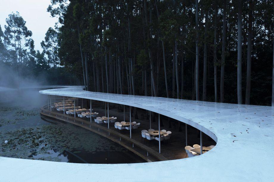 Garden Hotpot Restaurant, assinado pelo escritório MUDA Architects e vencedor na categoria Arquitetura de Hospitalidade.