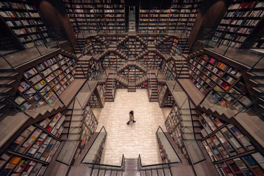 A livraria Chongqing Zhongshuge da X+Living é vencedora da categoria Interiores.