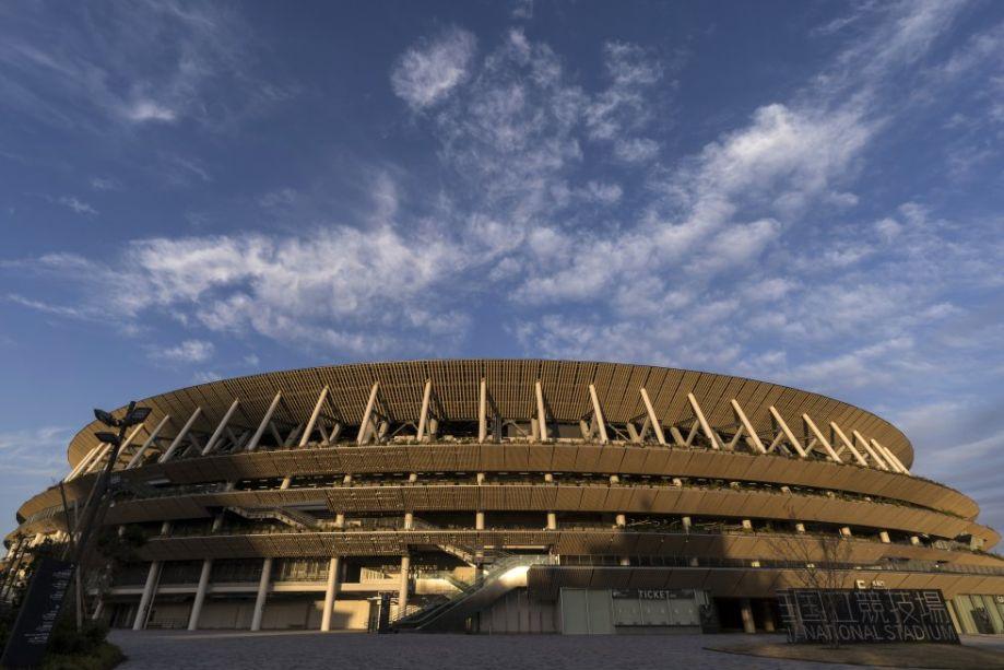 Com uma estrutura inteira em madeira e aço, o Estádio Nacional começou a ser construído em 2016 com intenção de incentivar consciência ambiental. Assim, o projeto de Kengo Kuma além de se encaixar na natureza do local, traz também vegetação em toda sua construção. Construído para os primeiros Jogos Olímpicos em Tóquio, foi reformado para abrigar em 2020 as cerimônias de abertura e encerramento, os jogos de futebol e atletismo.
