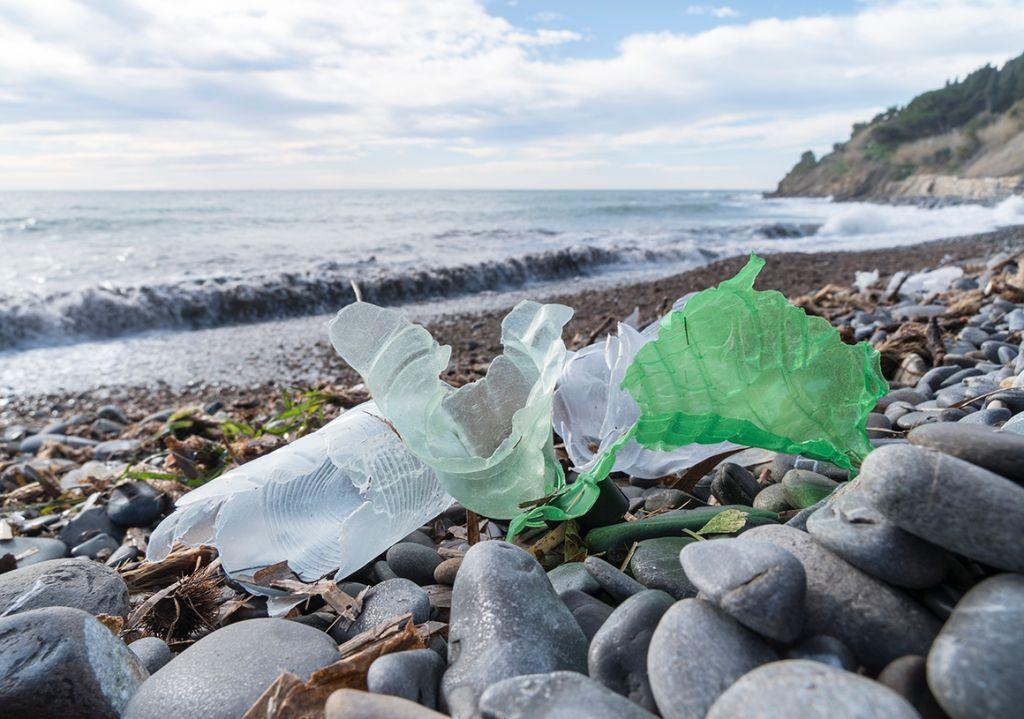 Cadeira da EMECO mantém milhões de garrafas PET fora de aterros e oceanos