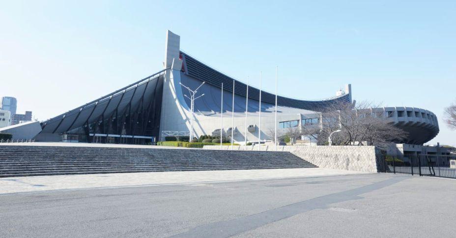 O Estádio Nacional de Yoyogi data de 1964, quando Tóquio sediou pela primeira vez os Jogos Olímpicos. A arena, que foi construída para sediar competições de basquete e esportes de água, é famosa pelo design de seu teto suspenso, projetado por Kenzo Tange. Desta vez será palco do handebol, badminton e rugby em cadeira de rodas.