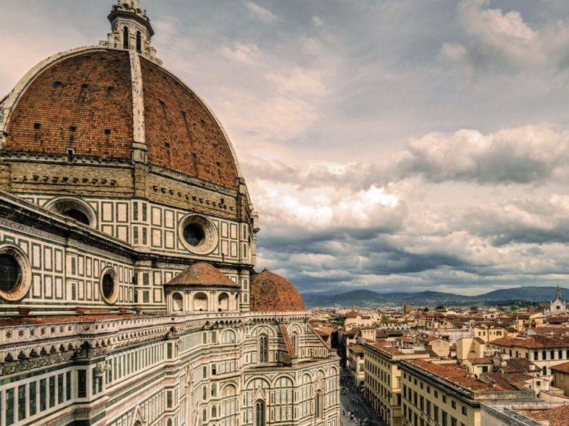 Catedral de Santa Maria del Fiore, Florença de Fillippo Brunelleschi (entre outros grandes mestres) - 1296 e 1436.