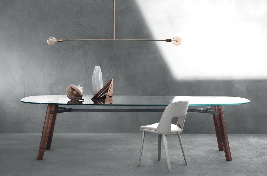 Essa coleção de mesas projetadas por Giulio Iacchetti para a Bross em 2017 é renovada hoje graças a nova cartela de cores.
