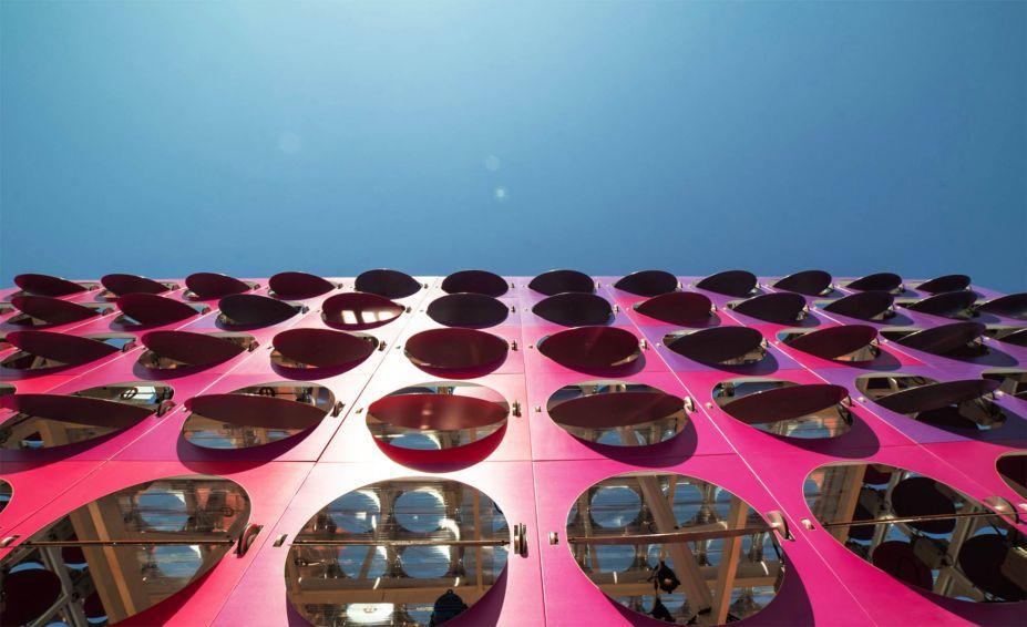 Considerada a balada mais animada das Olimpíadas, a cativante arquitetura cinética do projeto foi decisiva para o fazer levar os prêmios IF Gold Awards, em 2018, e do CODAworks e Prix Versailles em 2017.