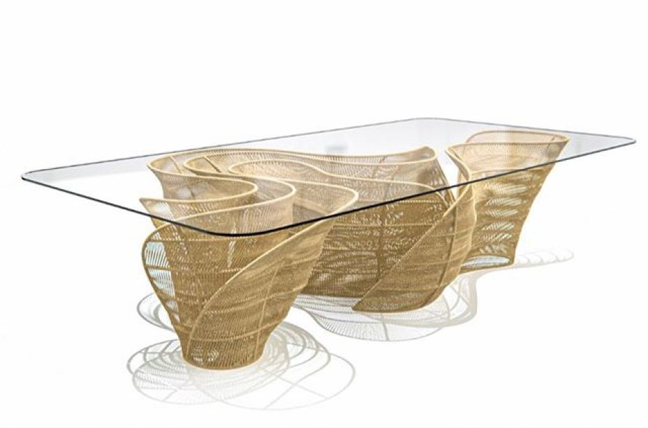 Mesa Banzeiro de Sergio J. Matos é inspirada no Rio Negro na Amazônia. Lançamento da La Galleria Paola Colombari.