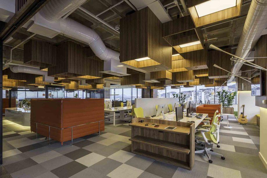 Com a intenção de ser a segunda casa da equipe dos sites, o escritório foi projetado com tecnologia de ponta aplicada na arquitetura e diversas tipologias para ambientes de trabalho.