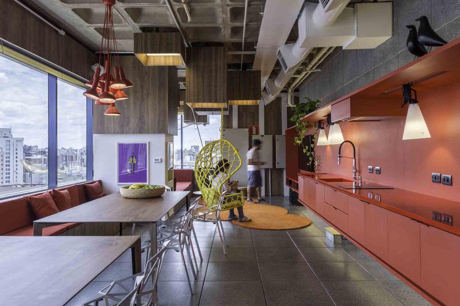 O Studio Sol comanda diferentes portais líderes em música no Brasil, somando todos eles mais de cinco milhões de acessos diários. Em Belo Horizonte, seu escritório de 500 m² abriga 60 funcionários, sendo um dos mais descolados da cidade.