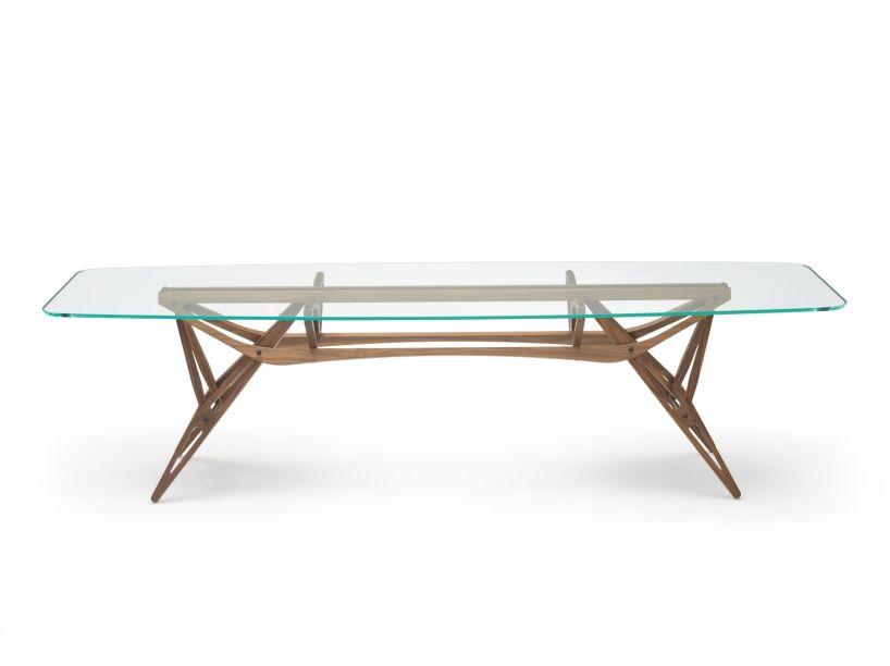 Em 2005, a mesa Reale de Carlo Mollino, criada em 1949, bateu um recorde mundial para uma peça de mobiliário do século 20, quando foi vendida na Christie por US $ 3,8 milhões. Agora, é um dos cinco projetos do arquiteto italiano que estão sendo reeditados por Zanotta, após um estudo minucioso das cartas, desenhos e arquivos de Mollino.