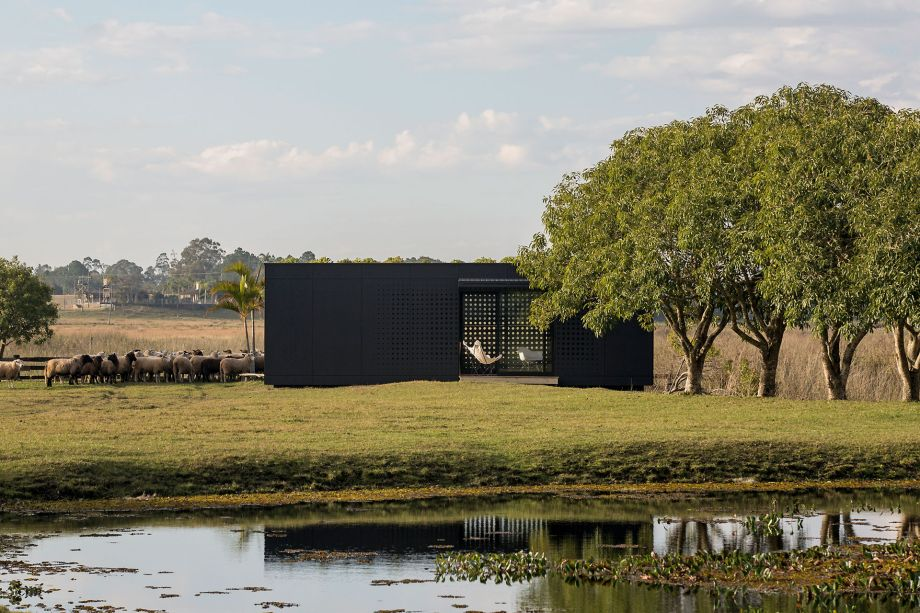 Com quatro tipologias de casas principais — Retrat, Cabin, Shelter, Spot —, o projeto foi pensado para que todas elas tenham uma organização muito semelhante, composto por um ou dois dormitórios, banheiro e área comum.