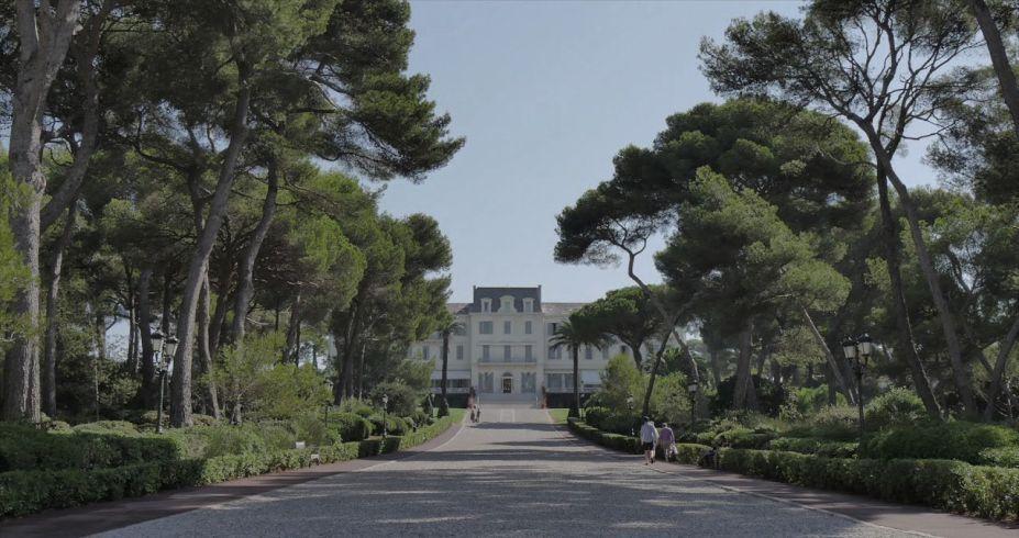 O icônico e arborizado caminho para o pavilhão do Hotel du Cap-Eden-Roc.