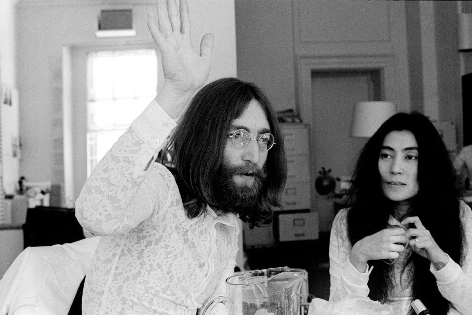 "Luiz Garrido- ""John Lennon & Yoko Ono at Savile Row"" (1969), série Honeymoon for Peace - Carcará Photo Art."