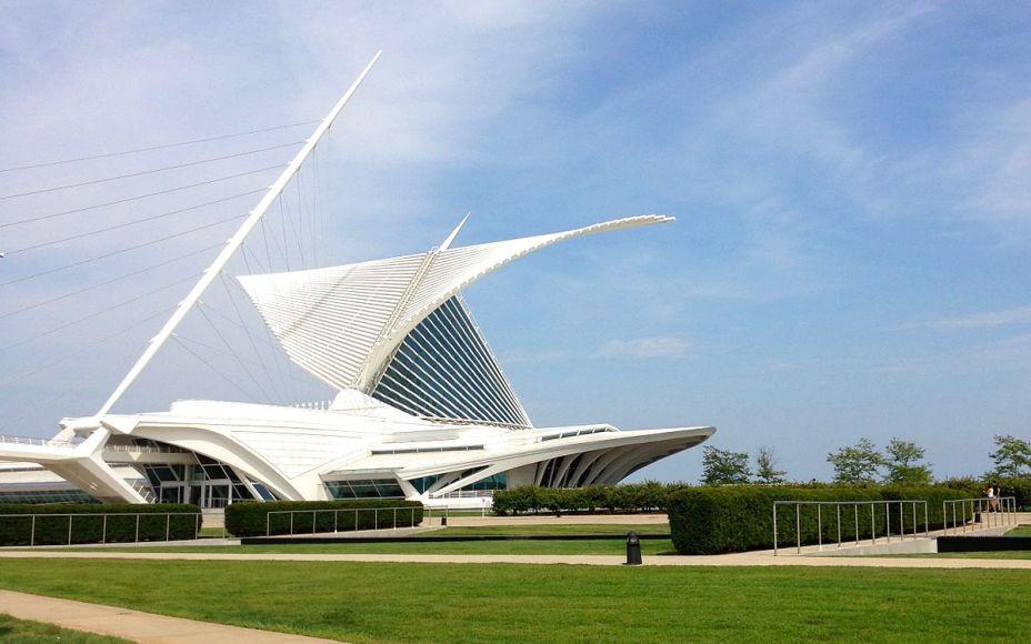 Pabellón Quadracci do Museu de Arte de Milwaukee de Santiago Calatrava, inspirado nas asas de uma mariposa.