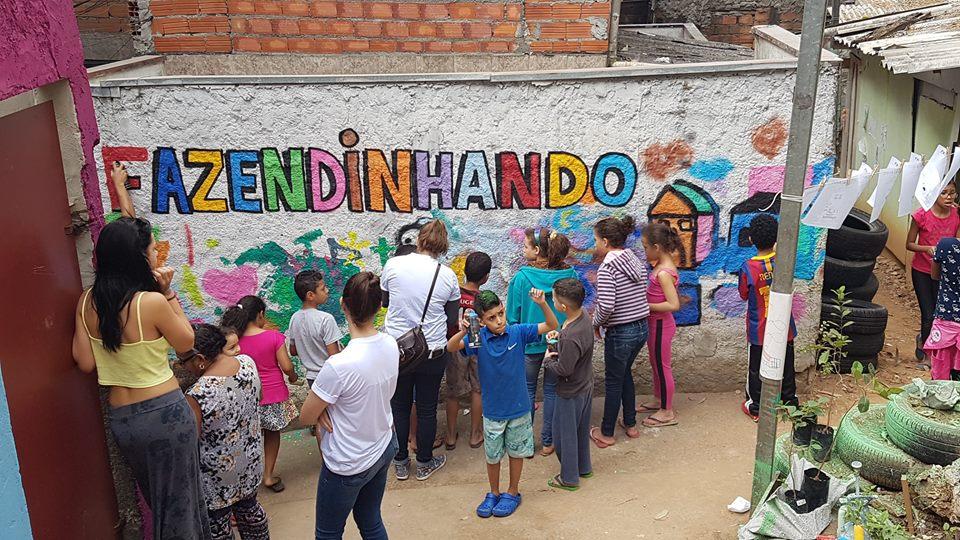 crianças da comunidade do Jardim Colombo
