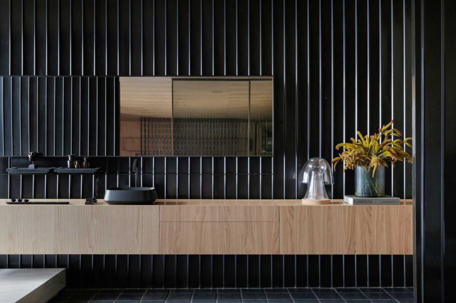 Casa Oak | 02 - Moacir Schmitt Jr. e Sálvio Moraes Jr. CASACOR São Paulo 2019. Para apresentar um olhar contemporâneo e simbólico sobre o morar, a dupla se encarregou de uma residência completa que desperta o desejo de viver neste espaço.