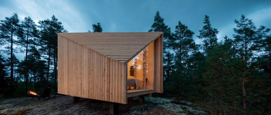 A cabana pré-fabricada do Studio Puisto tem a intenção de ser um refúgio remoto, oferecendo às pessoas em quarentena um espaço de descompressão em meio à natureza.