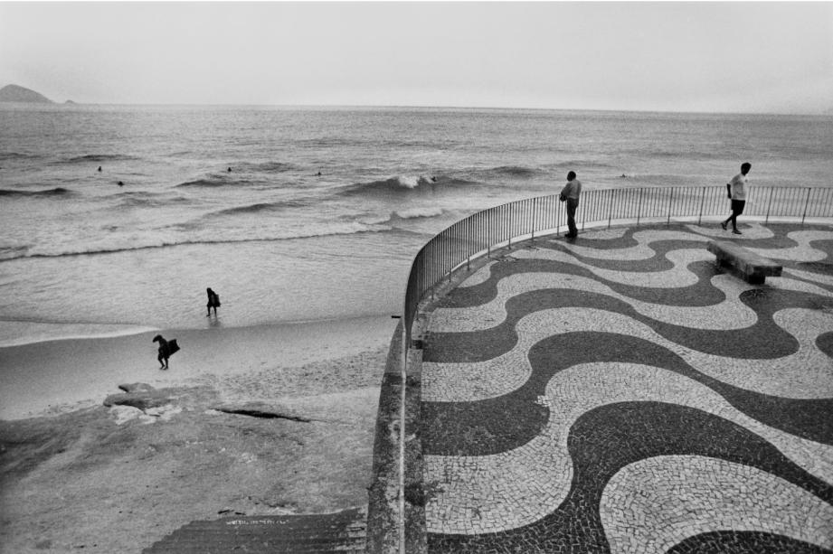 """Andrea Rehder Arte Contemporânea. André Cypriano - """"Calçadão"""", da série """"Rio de Janeiro"""", 1993."""