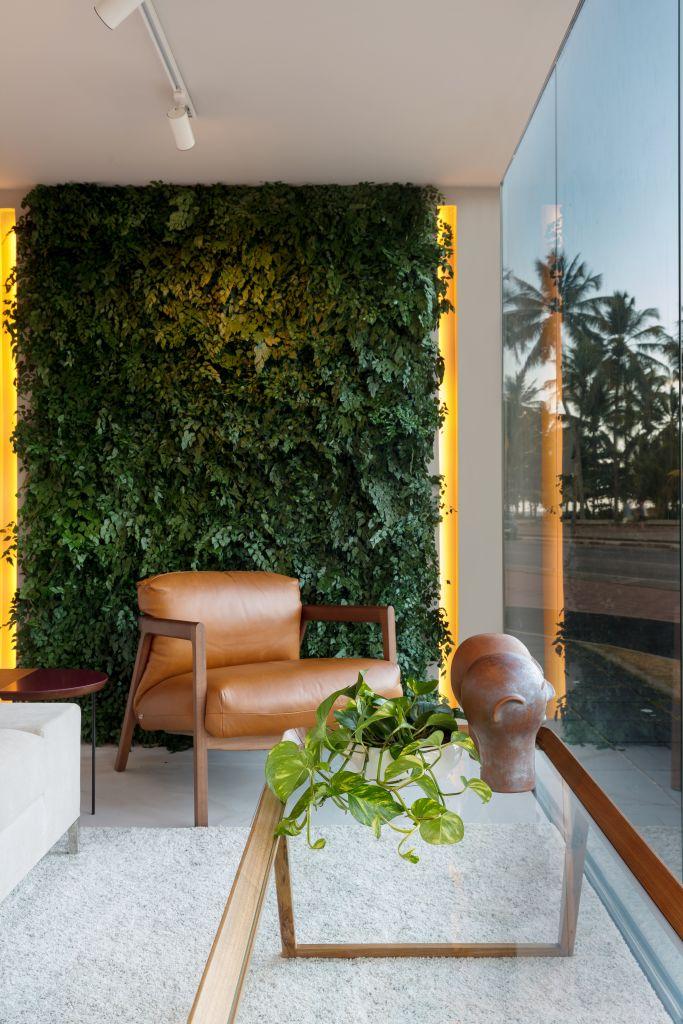 Jardim vertical de Ju Nejaim para o Janelas PE