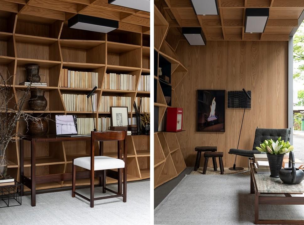 À esquerda mesa em madeira com cadeira. À direita, mesa de centro e poltrona com quadro pendurado
