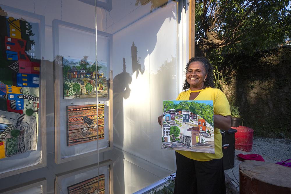 uma das artistas do Container Janelas CASACOR Jardim Colombo