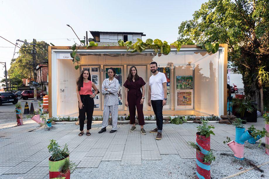 Veronica Vacaro, Ester Carro e Plantar Ideias criaram para o Janelas CASACOR SP um contêiner na entrada do Jardim Colombo, que tem a função de galeria de arte e palco de oficinas, workshops e palestras.