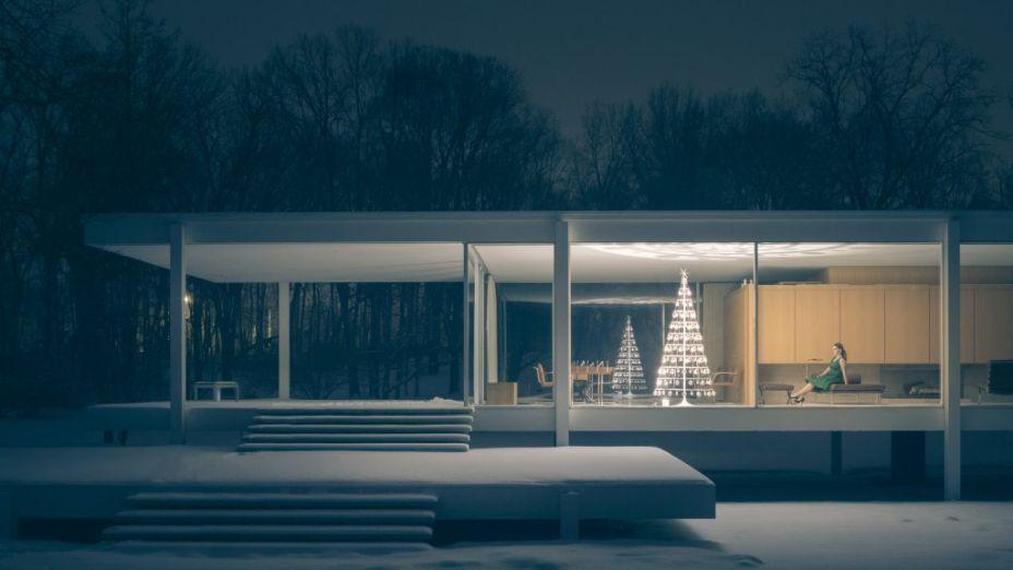 Árvore da Modern Christmas Tree fotografada na <span>Farnsworth House, de Mies van der Rohe</span>