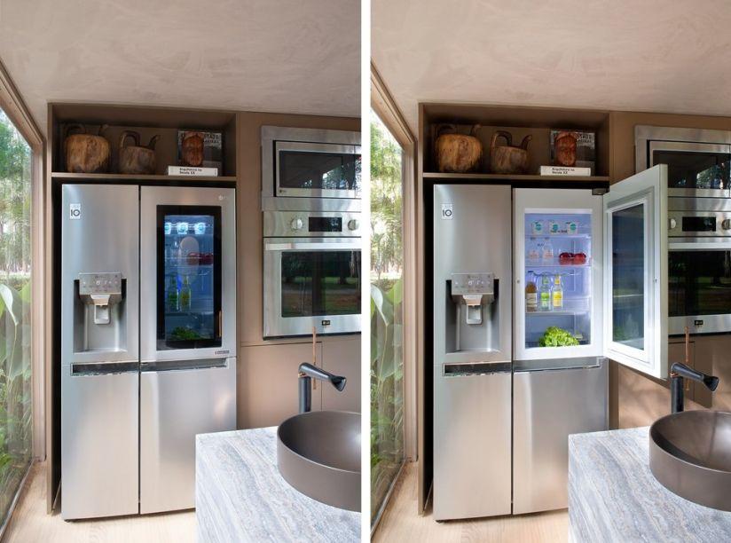 Geladeira Smart LG French Door Inverter. Equipada com um painel de vidro que se ilumina com dois toques, permitindo ao usuário verificar o que há na geladeira sem precisar abri-la. Isso conserva os alimentos por mais tempo e economiza energia de refrigeração.