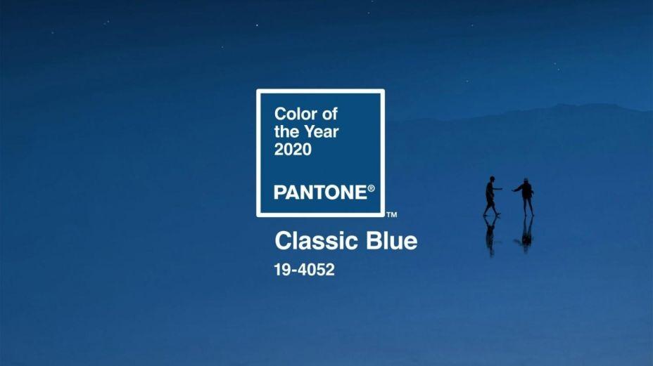 """PANTONE 19-4052 Classic Blue: """"Uma cor azul sólida e confiável na qual podemos sempre nos apoiar"""", definiu Leatrice Eiseman, diretora executiva do Pantone Color Institute, sobre o tom atemporal e elegante que lembra a cor do céu ao entardecer e possui qualidades calmantes."""