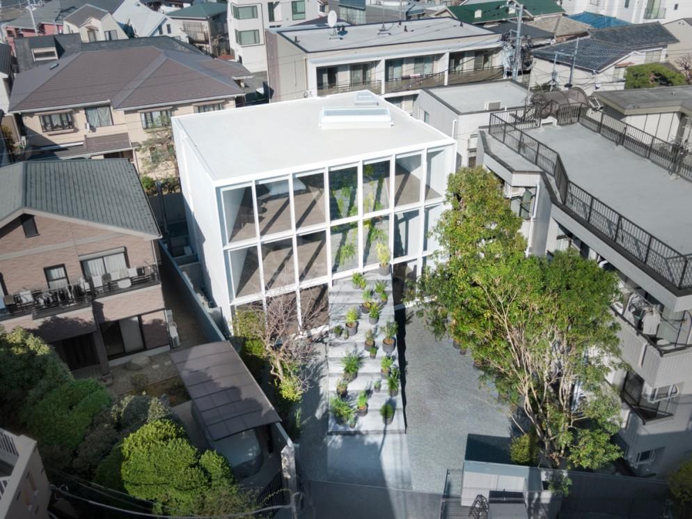 Visão aérea da casa projetada pelo design Oki Sato.