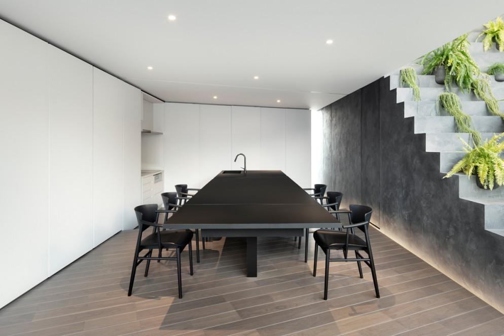 Mesa presente na casa projetada pelo design Oki Sato.